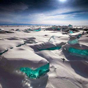 Glace-turquoise-au-nord-du-lac-Baïkal-Russie