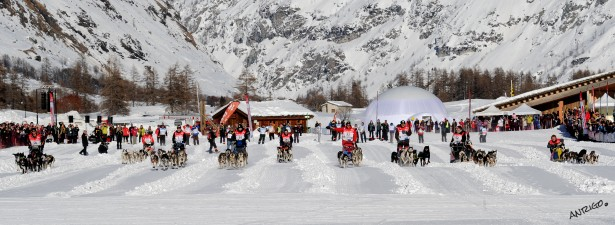 la grande odyssee 2012-8eme etape-depart masstart-village bessans