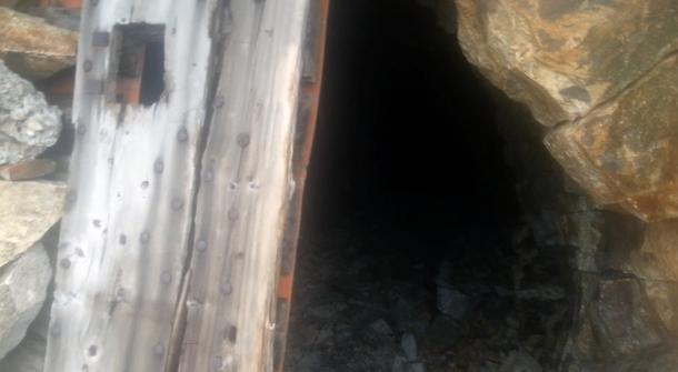 Grotte dans le Mercantour