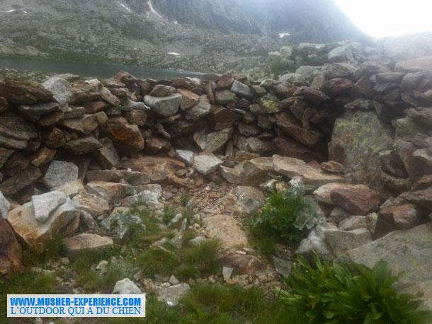 Mur de pierres aux Terre RougeLac de Terre Rouge