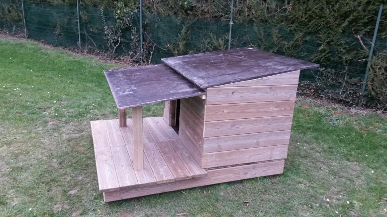 fabriquer soit m me une niche pour chien en bois avec terrasse. Black Bedroom Furniture Sets. Home Design Ideas