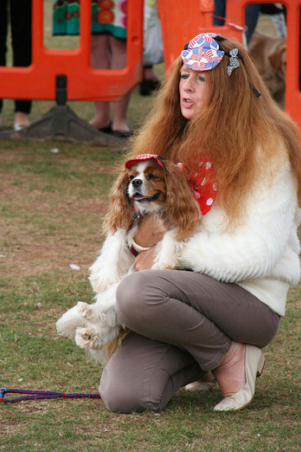 chien-femme-cheveux-pareil