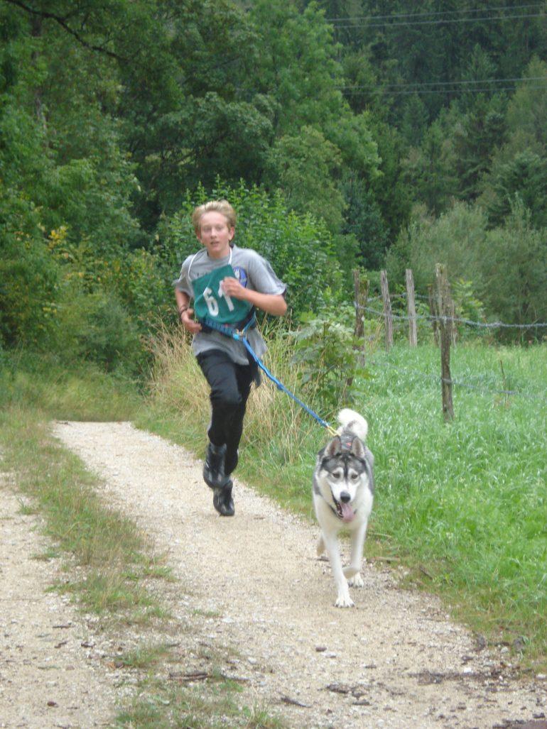 canicross enfant running avec chien