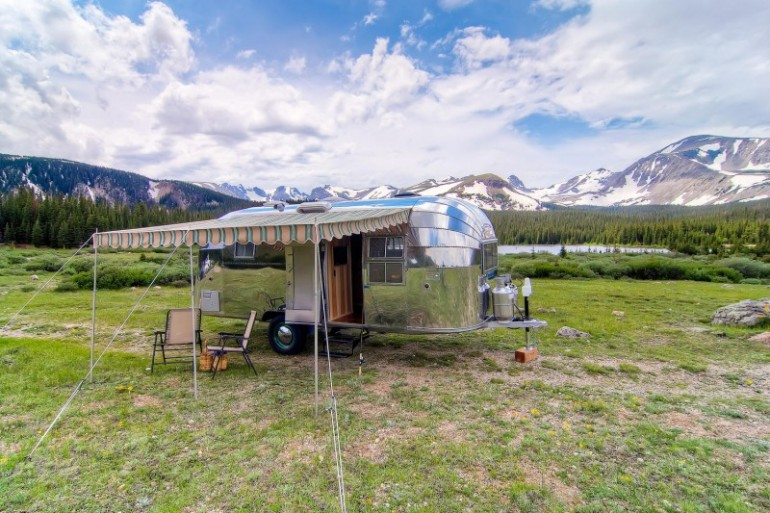 Airstream-Flying-Cloud-Travel-Trailer-01-4-800x533