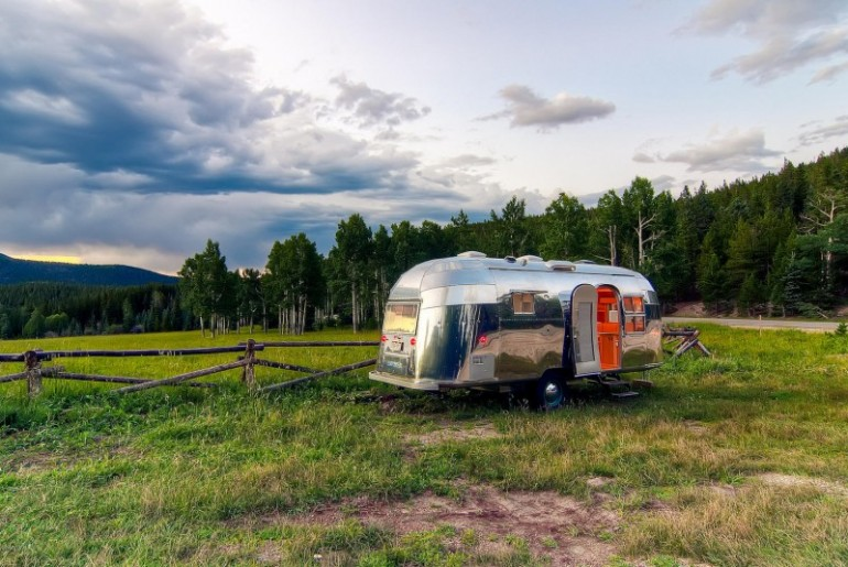 Airstream-Flying-Cloud-Travel-Trailer-06-4-800x535