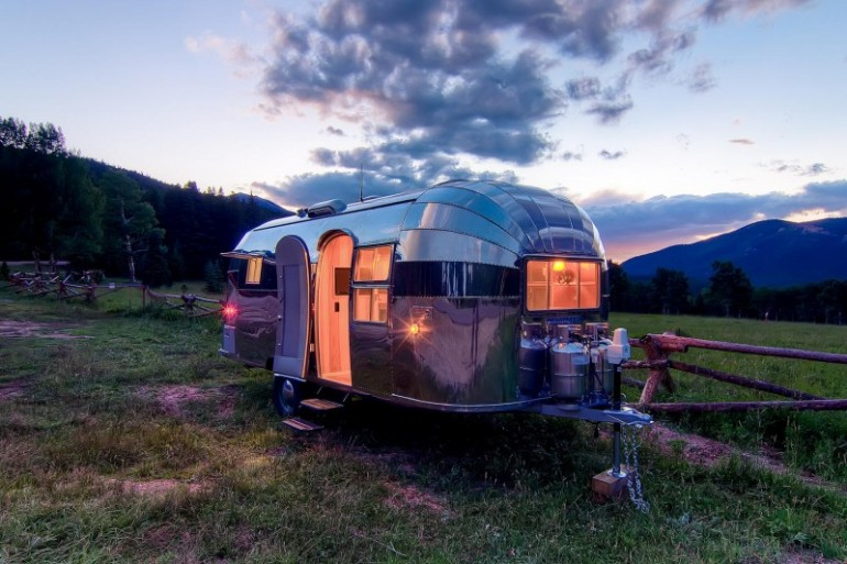 Airstream-Flying-Cloud-Travel-Trailer-07-1-800x533