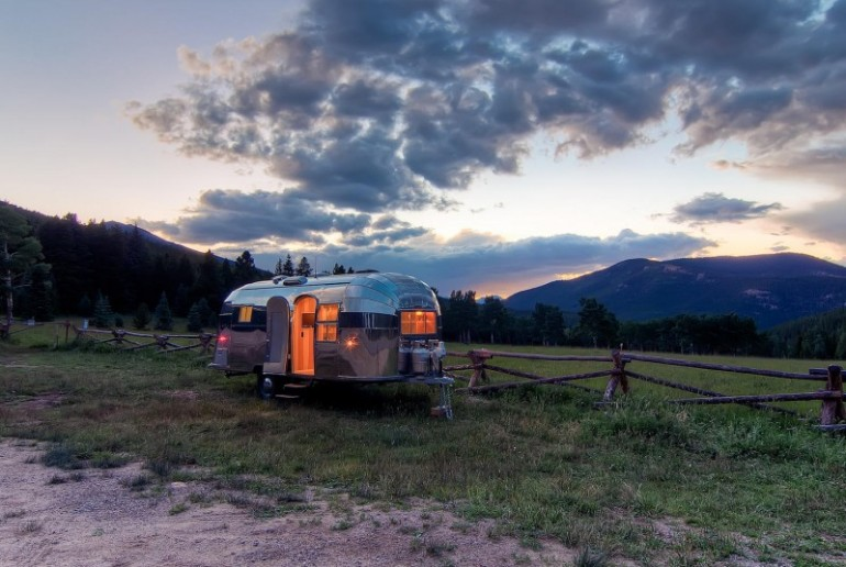 Airstream-Flying-Cloud-Travel-Trailer-07-800x536