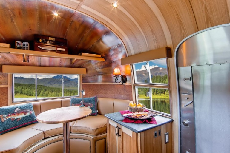 Airstream-Flying-Cloud-Travel-Trailer-11-800x533