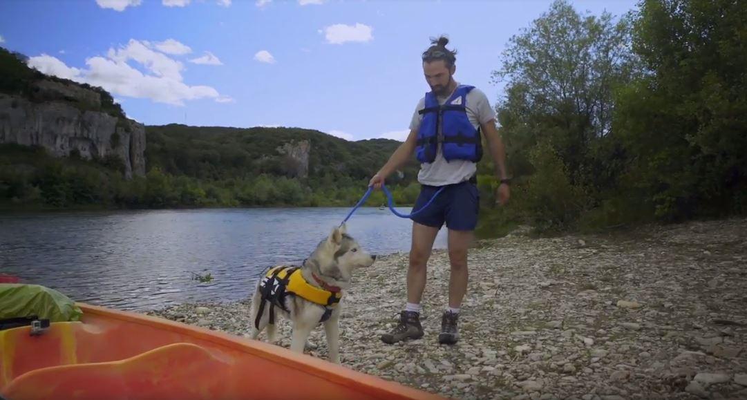 glayna et baptiste se prépare pour faire du kayak ensemble sur le gard