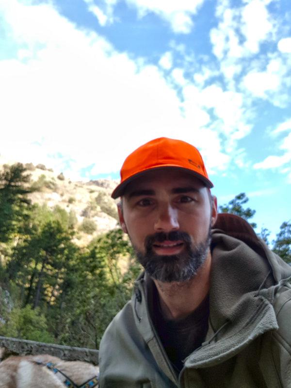 casquette orange pour être visible des chasseurs