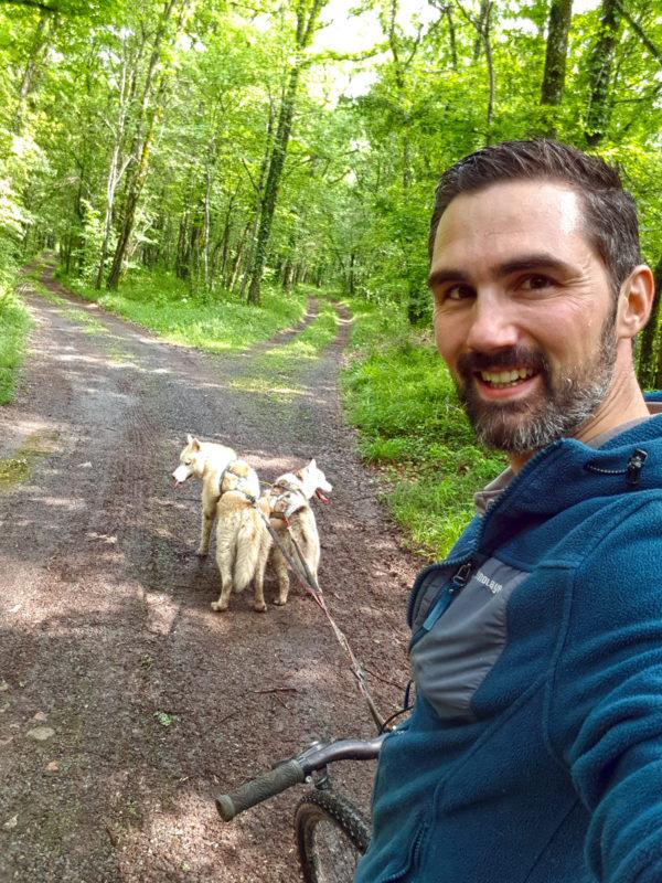 materiel canivtt - faire du velo avec deux chiens