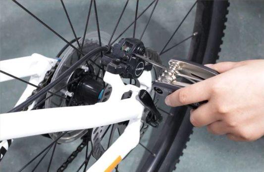 outils multifonction reparation vtt ajuste plaquettes freins